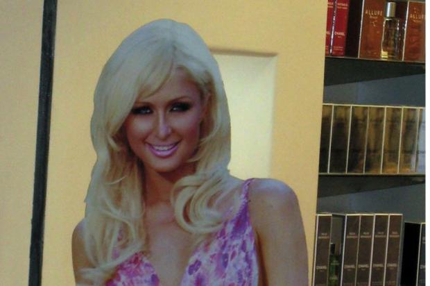 Paris Hilton color contact lenses