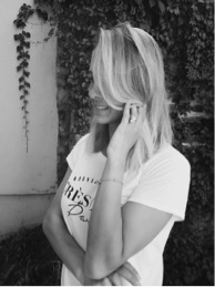 Mia Taylor blogger