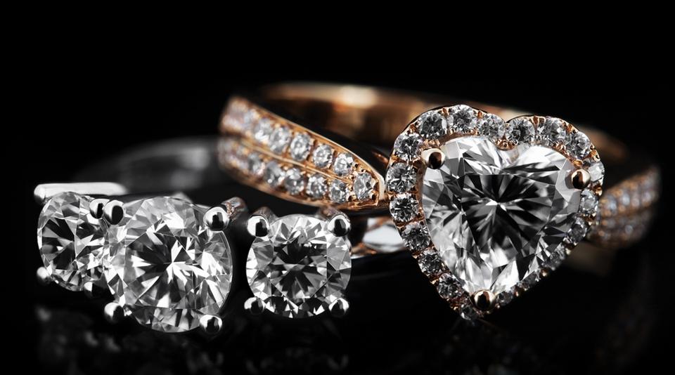 why diamonds turn yellow