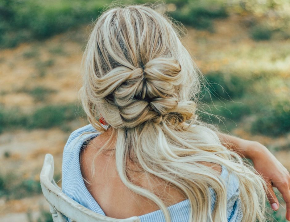Half Updo hairstyle for Everyday