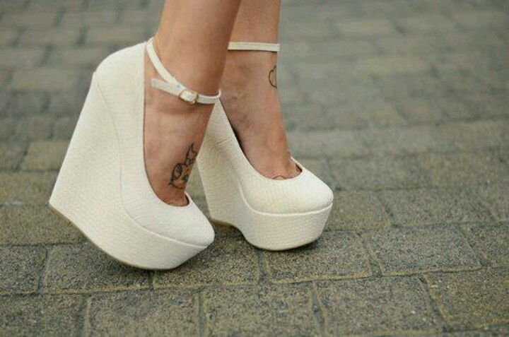 Know About Wedge Shoes