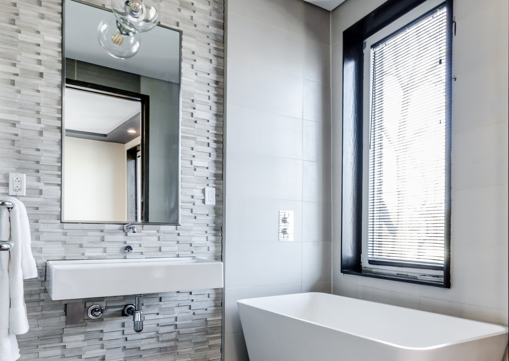 Blinds Suitable For Bathrooms