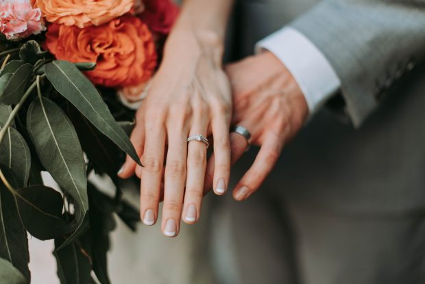choosing wedding rings for brides
