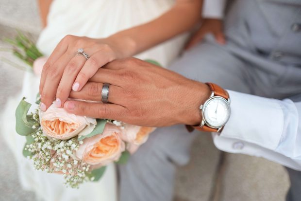 How to Make a Wedding Slideshow to Relieve This Magical Day