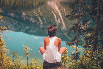 female traveling alove solo travel